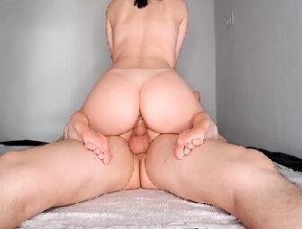 Pornô bunduda rabuda  safadinha gostosa  quica cheia de tesão na rola